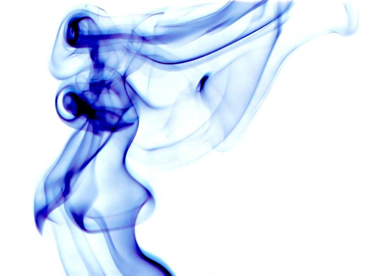 Czego nie należy robic paląc shishe?