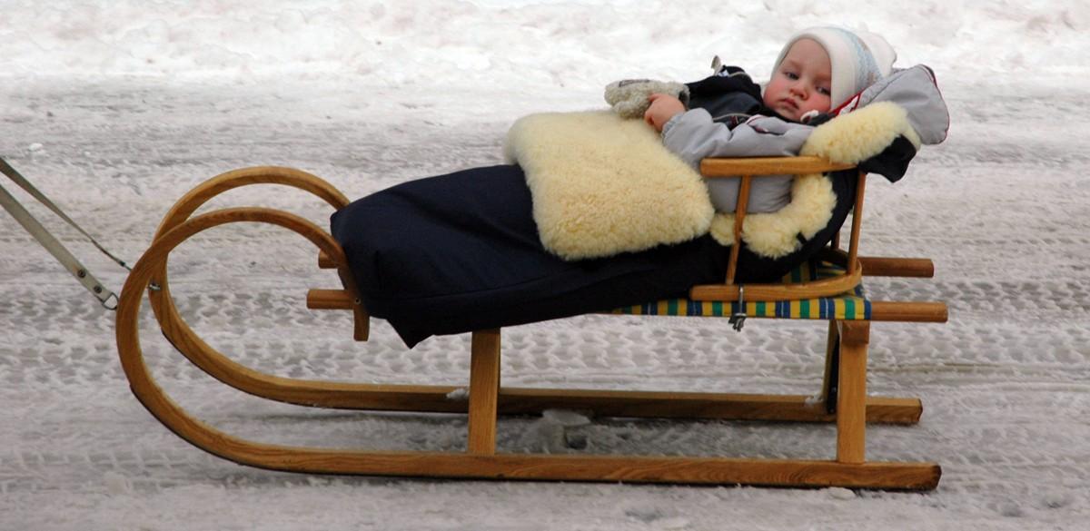 Śpiwór czy kombinezon? – czyli co szukać dla maluszka na zimę